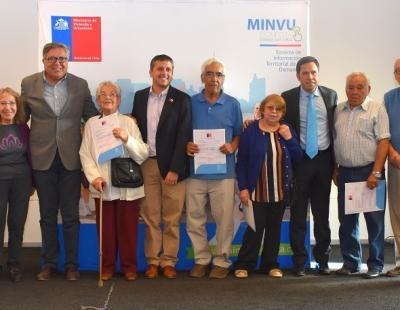 Familias de Rancagua reciben su subsidio de mejoramiento de manos del Intendente Juan Manuel Masferrer