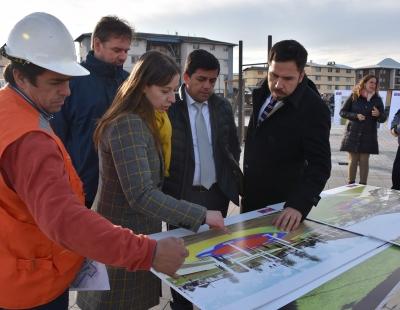 Seremi de Vivienda y Urbanismo revisó avance de obras del Parque La Paz de Santa Cruz