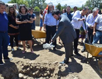 Mostazal: Director de SERVIU O'Higgins encabezó firma entrega de terrenos de Las Brisas de Los Marcos III