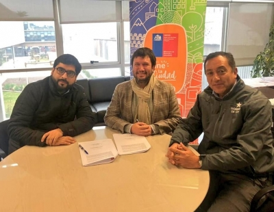 Rancagua: Con balón en mano SERVIU O'Higgins, Seremi del Deporte e IND firman convenio para realización de actividades deportivas en Parque Cordillera